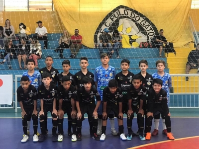 Sub-18 vence e segue no Estadual